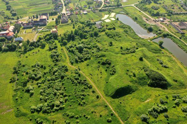 Збережені бастіонні земляні укріплення початку XVIII ст., споруджені на місці давньоруських укріплень